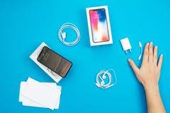 Unboxing nowego Jabłczanego Iphone X statku flagowego smartphone Zdjęcie Royalty Free