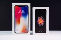 Unboxing uppackning av den senaste iphonen X 10 Royaltyfri Bild