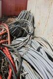 Unbrauchbare elektrische Kabel in der Deponie Stockfotografie