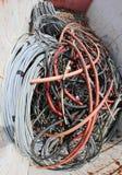 Unbrauchbare Kabel in einen Behälter Stockfotografie