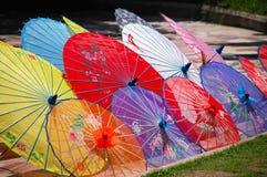 Unbrellas cinesi variopinti Immagini Stock
