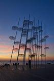 Unbrellas op boardwald op Thessaloniki Griekenland royalty-vrije stock foto