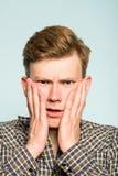 Uncomprehending intrygująca zmieszana mężczyzna niewiara Fotografia Stock