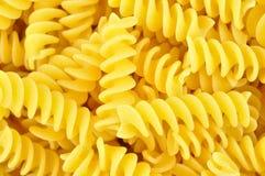Uncooked fusilli, italiensk pasta Arkivfoto