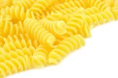 Uncooked fusilli, italiensk pasta Arkivbilder