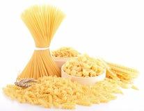 uncooked isolerad pasta Royaltyfria Bilder