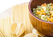 uncooked pasta Arkivfoton