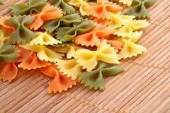 uncooked pasta arkivbild
