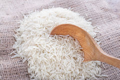Uncooked rice is scattered Royalty Free Stock Photography