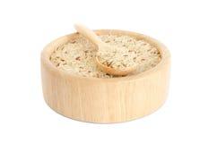Uncooked ryż w pucharze odizolowywającym na białym tle Zdjęcie Royalty Free
