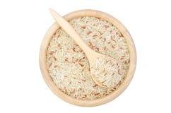 Uncooked ryż w pucharze odizolowywającym na białym tle Fotografia Royalty Free