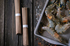Uncooked Soba noodles and shrimps Royalty Free Stock Photography