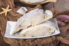 Uncooked solony dorsz na sieciach rybackich zdjęcie stock