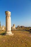 und der alte Bau des römischen Tempels in der Spalte Lizenzfreie Stockfotos