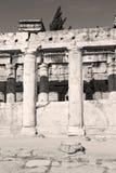 und der römisches Tempelgeschichte-pamukkale alte Bau herein wie Stockfotografie