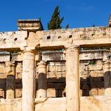 und der römisches Tempelgeschichte-pamukkale alte Bau herein wie Lizenzfreies Stockbild