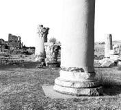 und der römisches Tempelgeschichte-pamukkale alte Bau herein wie Lizenzfreie Stockfotos
