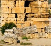 und der römisches Tempelgeschichte-pamukkale alte Bau herein wie Lizenzfreies Stockfoto