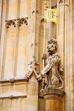 und Statue in altem von London England Stockfotografie