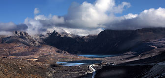 Under blue sky world. In the morning, marches forward along the Sichuan and Tibet 318 Litang to the Batang more than 4000 meter elevation's plateaus, the length Stock Photography
