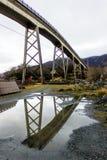 Under bron reflexion Arkivbilder