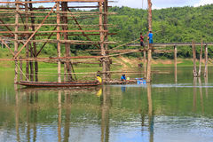 Free Under Construction Old Wooden Bridge Mon In Sangkhla Buri Royalty Free Stock Photography - 47067127