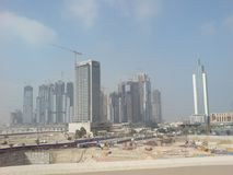 Under contruction på dubai hur dem som skapar en stad med högväxta builidings royaltyfri fotografi