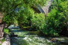 Under den Ashtarak bron i Armenien Arkivfoton