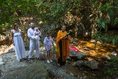 Under dopet - kristen sakrament av andlig födelse Arkivbilder