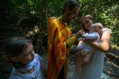 Under dopet - kristen sakrament av andlig födelse Fotografering för Bildbyråer