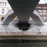 Under en bro i Bilbao arkivfoto
