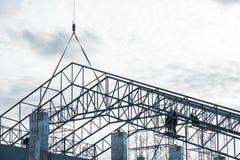 Under konstruktionsplats med leverantörs arbetare Fotografering för Bildbyråer
