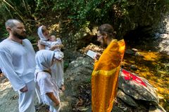 Under kristen sakrament av andlig födelse - dop Royaltyfri Foto