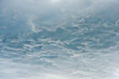 Under moln i himlen för stormen fotografering för bildbyråer