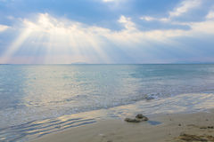 Under the sky, the beautiful sea Royalty Free Stock Photos