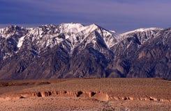 underbar bergtoppig bergskedja Royaltyfria Foton