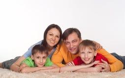 underbar familjstående Fotografering för Bildbyråer