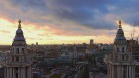 Underbar London flyg- sikt - över taken av London stock video