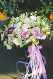 Underbar lyxig bröllopbukett av olika blommor Royaltyfri Foto