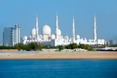 Underbar moské i Abu Dhabi royaltyfri bild