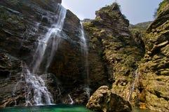 underbar naturlig vattenfall Fotografering för Bildbyråer