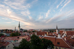 Underbar sikt av Tallinn& x27; gammal stad för s från över fotografering för bildbyråer