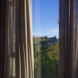 Underbar sikt från fönstret arkivfoton