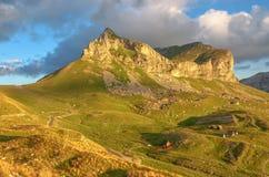 Underbar sikt till berg i nationalparken Durmitor Montenegro Balkans Europa Carpathian Ukraina, Europa Autumn Landscape jn en blå Royaltyfri Foto