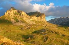 Underbar sikt till berg i nationalparken Durmitor Montenegro Balkans Europa Carpathian Ukraina, Europa Autumn Landscape jn en blå Arkivbild