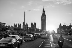 Underbar solnedgång över den Westminster bron i London - LONDON - STORBRITANNIEN - SEPTEMBER 19, 2016 Royaltyfria Foton