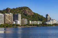 Underbar stad Underbara ställen i världen Lagun och grannskap av Ipanema i Rio de Janeiro, Brasilien royaltyfria bilder