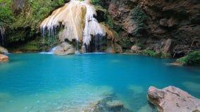 Underbar vattenfall för Khor louang i lamphun Thailand stock video