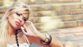 Underbara blonda kvinnor Fotografering för Bildbyråer