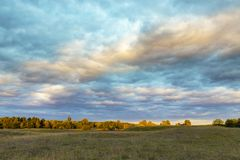 Underbara färger av aftonhimlen Arkivbild